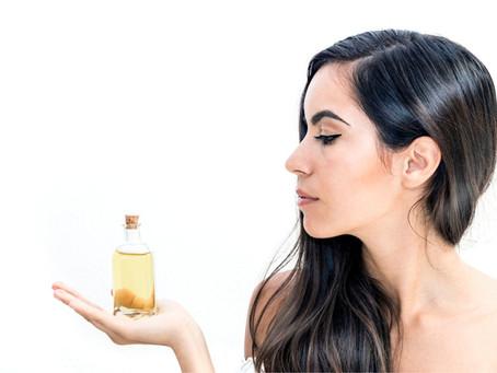 Appliquer une huile sur vos cheveux