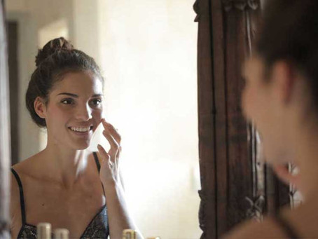 Appliquer une huile sur votre visage
