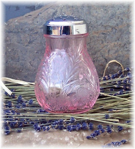 Glass Powder Shaker with  Natural Dusting Powder