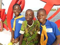 Sortie des enfants du Caillou Blanc quai fruitier Abidjan