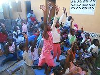 La joie des enfants du Caillou Blanc après un jeu abidjan yopougon