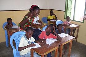 Le Caillou Blanc assure le soutien scolaire des enfants qu'il accueille du CP1 à la classe de Troisième