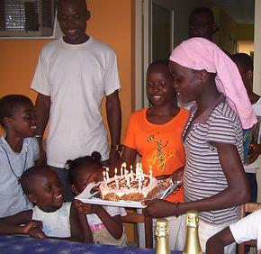 Enfants du Caillou Blanc maison d'accueil et de vie à Abidjan à l'occasion d'un anniversaire