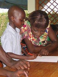 Accueillir et écouter sont les deux premières missions du Caillou Blanc maison d'enfants Abidjan