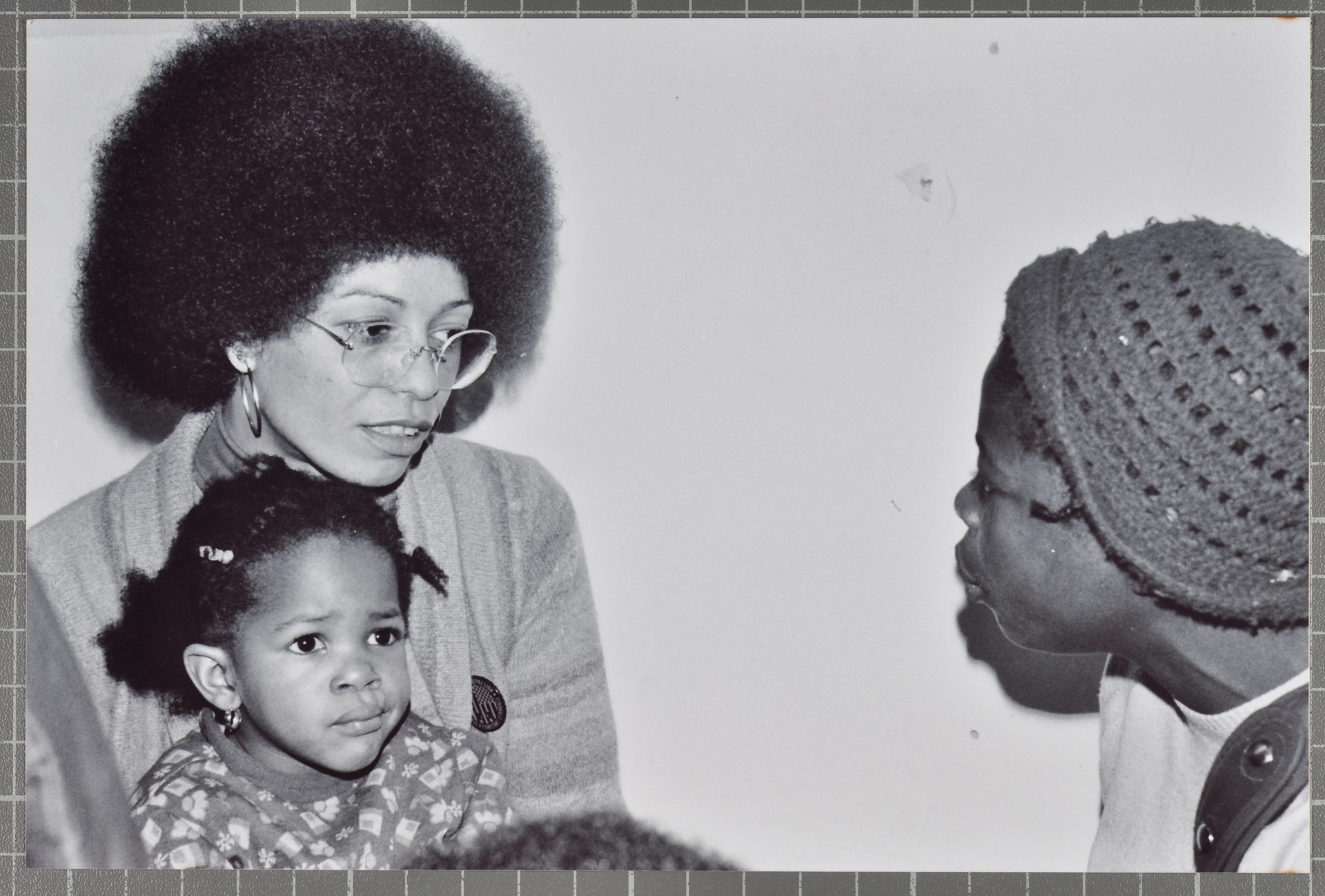 _09 Angela Davis (holding child while talking with audience member). Huntley Archives at London Metr