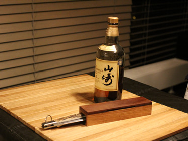 Just good knife, just good whiskey, just good photographer...
