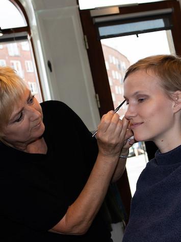 Makeuppen fremhæver Maries fine træk
