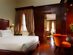 Firenze-Orologio_Suite_bed_1.jpg