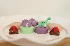 Dinosaur themed oreos