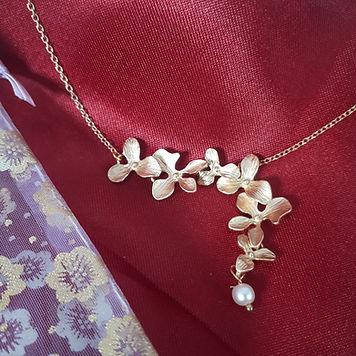Collier orchidee perle.jpg