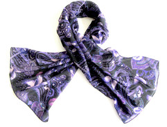 Scarf-with-motifs-representing-songs-wri