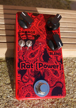 effects-pedal-for-bass-guitar-by-Woody-Goldsack-with-Paisley-Power-rat-print