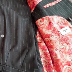 De-Filippo-Uomo-suit-with-Peonies-lining