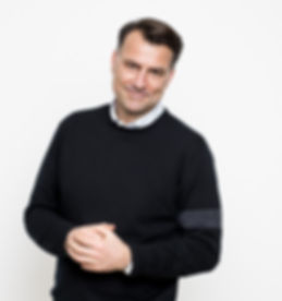 Mikael Forside by Kim Vadskaer, foredrag, abejdsglæde, kommunikation, tv, journalist, ledele, medarbejder, livsglæde, virksomheder, ordstyrer, humor, motivation