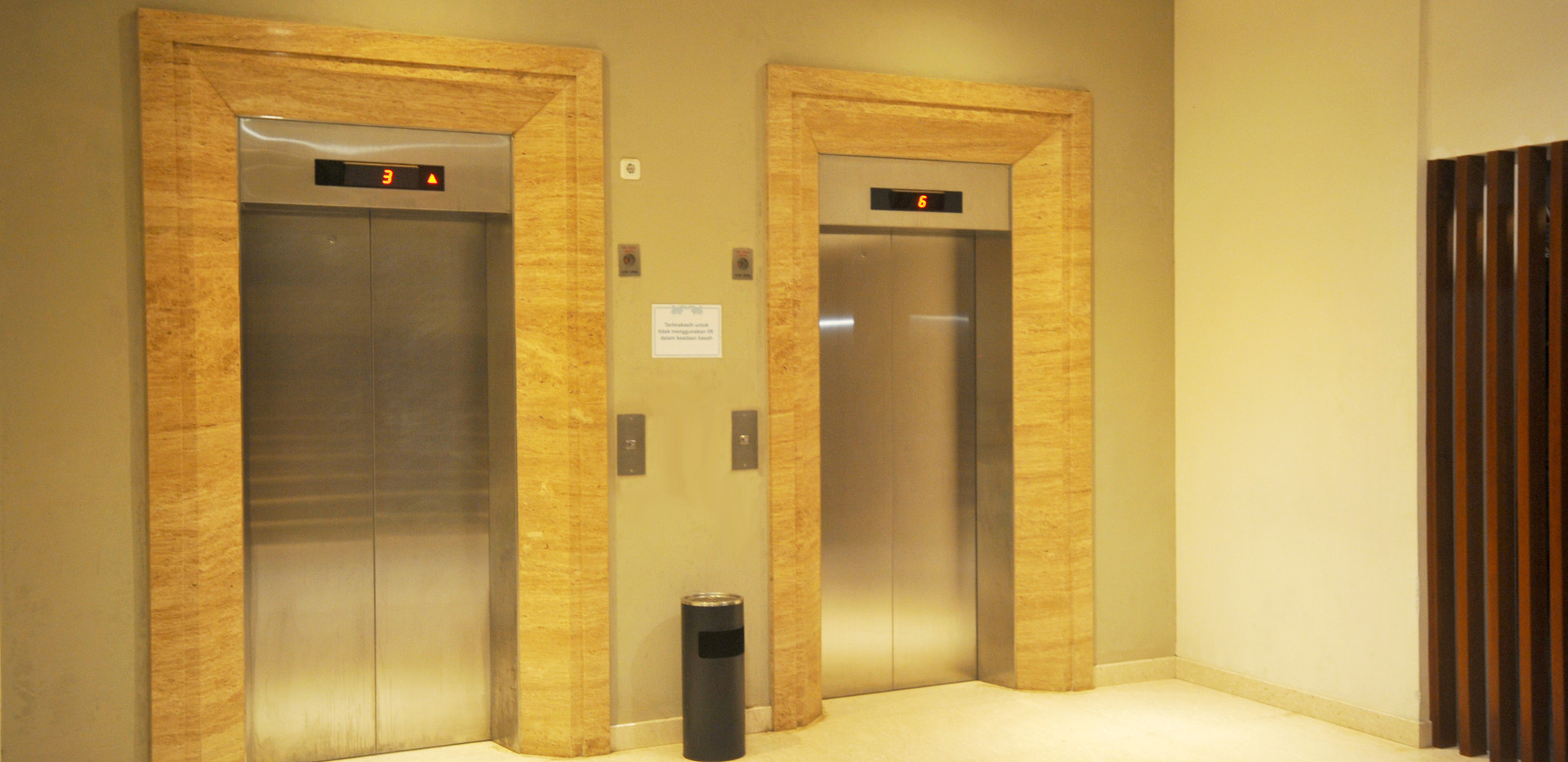 lobby elevator.JPG