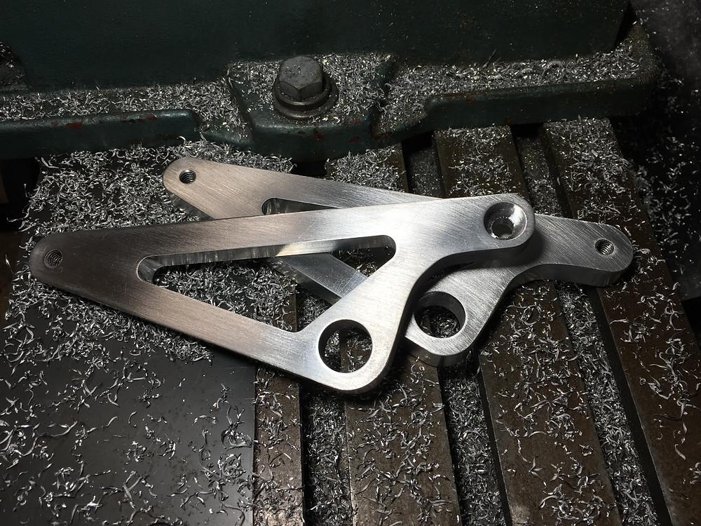 "29"" Full Suspension Mountain Bike - link plates"