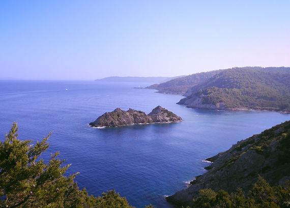 Porquerolles, Port Cros et l'île duLevant,au large de la rade de Hyères,