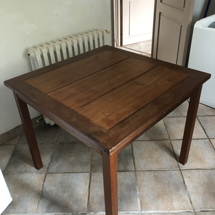 Table en bois exotique