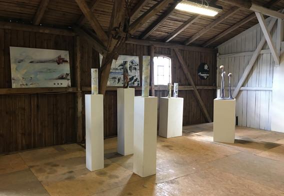 Ausstellungsraum mit Arbeiten von Arno Neufeld und Ulf Reisener