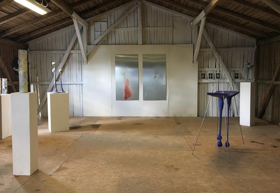 Ausstellungsraum mit Arbeiten von Sophie Knabe, Arno Neufeld und Ulf Reisener