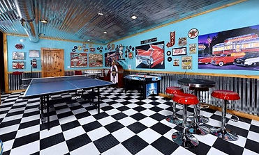 Cadillac creek, Unique cabin in Pigeon Forge, Tennessee, 50's style, gameroom