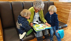 grama reading to grandkids