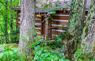 Comfy Cozy rustic charm exterio view of cabin