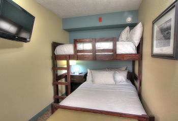 Greystone Lodge kids Room with bunkbeds