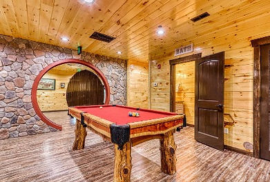 Cabin near Anakeesta in Gatlinburg TN, Grand Orchard Lodge, pool table and game room view