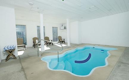 Mountain Movie Splash cabin pool