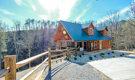 Mountain Movie Splash cabin with pool inside