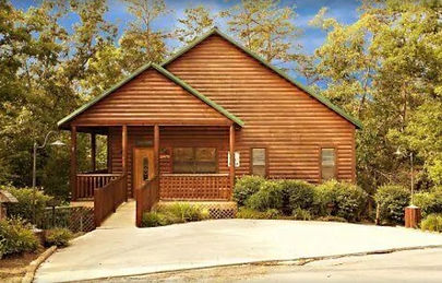 Wheelchair accessible cabin rental  in Pigoen Forge, TN front view