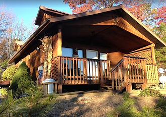 Mountain Comfort Cabin in Gatlinburg Pigeon Forge area, honymoon 1BR cabin exterior view