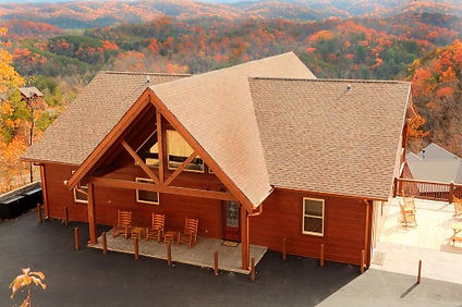 Summit Vista Lodge exterior view, large cabin in pigeon forge