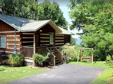 "Affordable Gatlinburg cabin exterior of ""Dancing Bear"" in Gatlinburg"