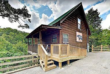 Bear Haven wheelchair accessible cabin Gatlinburg, exterior view
