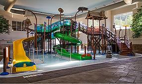 holiday inn express kids waterslides,gatlinburg pool2.PNG