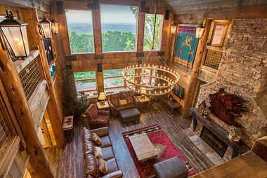 Large Cabin interior Mountain Cascades Lodge in Pigeon Forge