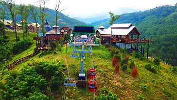 Anakeesta chondolas and chairlift view going to the top of Anakeesta Mountain in Gatlinburg TN, mountain view