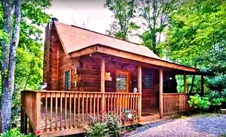 Affordable Gatlinburg cabin called Valerias Beary Tale, front view