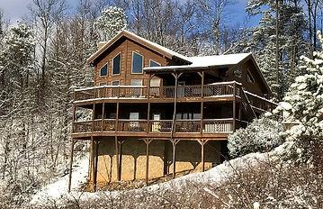 Bear Ridge wheelchair accessible, handicap friendly cabin Pigoen Forge exterior view and winter snow