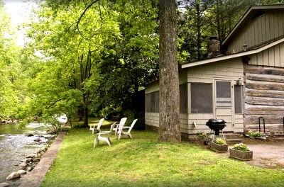 Cabin near Anakeesta in Gatlinburg TN, Granny's River Retreat, creek and river view