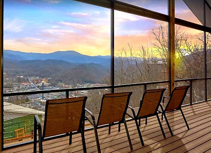 The Grand View Cabin Rental with view - deck view