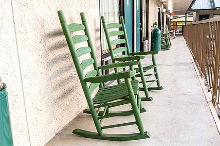Mountain Breeze Motel, Pigeon Forge, TN, rocking chairs on balcony
