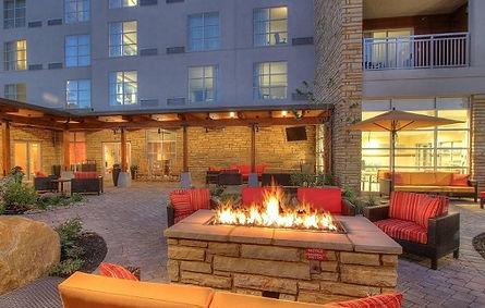 courtyard by marriott firepit outside