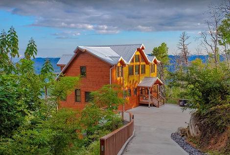 Loanly Bear II Cabin with indoor pool Gatlinburg cabin rental, exterior view