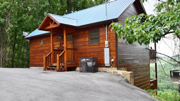 Front view of honeymoon cabin in Gatlnburg TN
