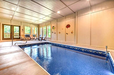 Splashin Bear lodge in Pigeon Forge, indoor pool
