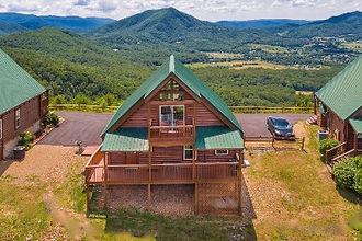 Cabin in Gatlinburg TN and mountain view