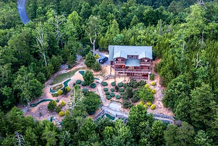 """Unique Cabin in Gatlinburg & Pigeon Forge, """"Golf on Thunder Mountain"""" cabin with mini golf"""